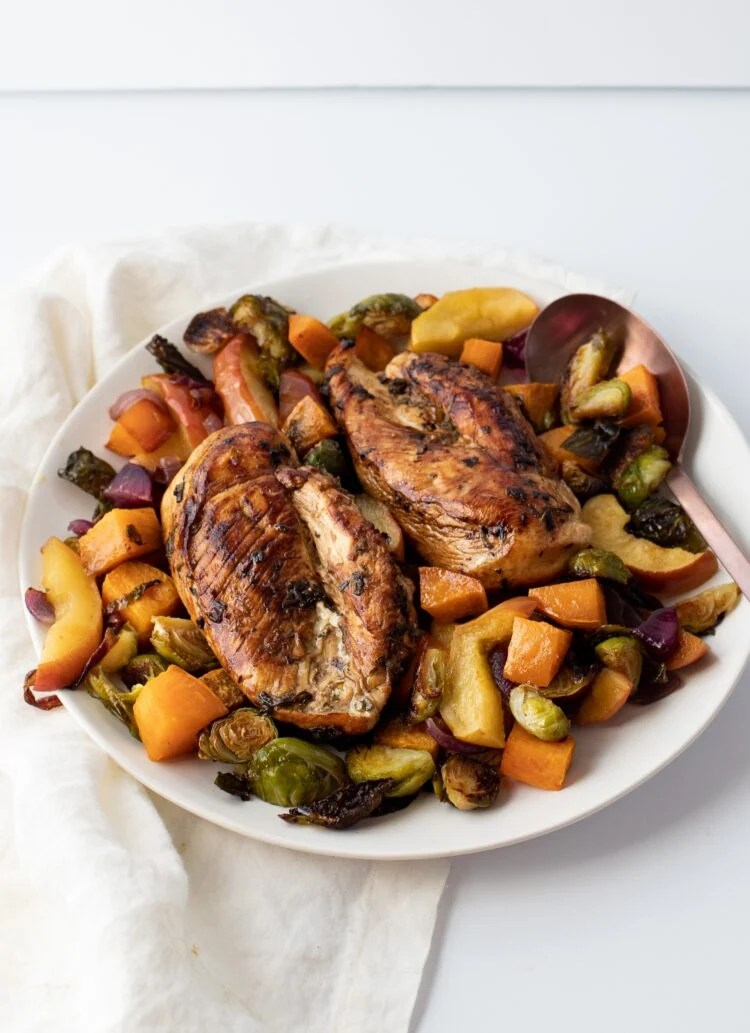Chicken, vegetables, and even apples come together to create a seriously healthy and tasty dinner.