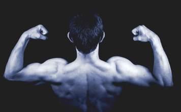 fitness model shoulder muscles