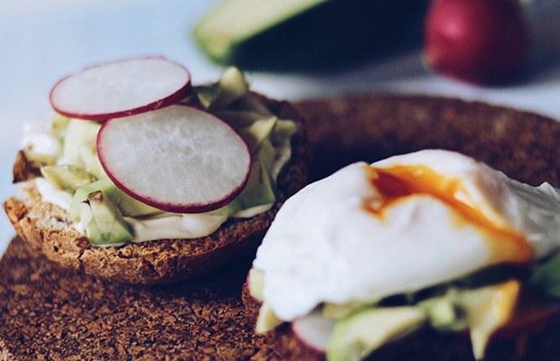 Healthy Breakfast Ideas: English Muffin Egg Sandwich