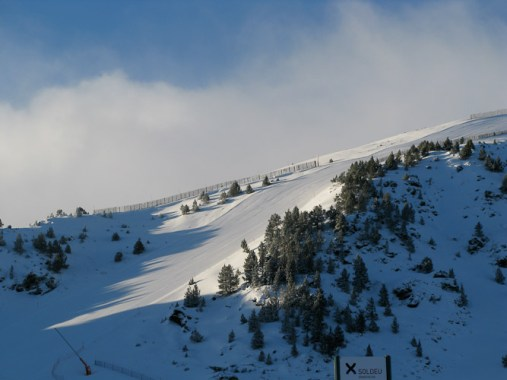 Looking South towards the Llebre red piste above the Soldeu Ski School Plateau