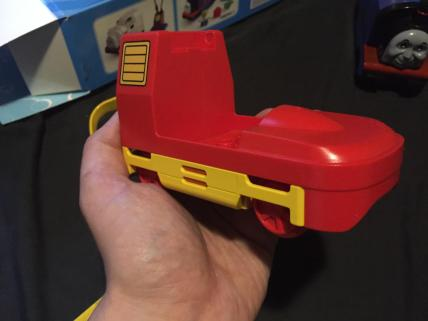 the red parts behind the yellow are also clips :(