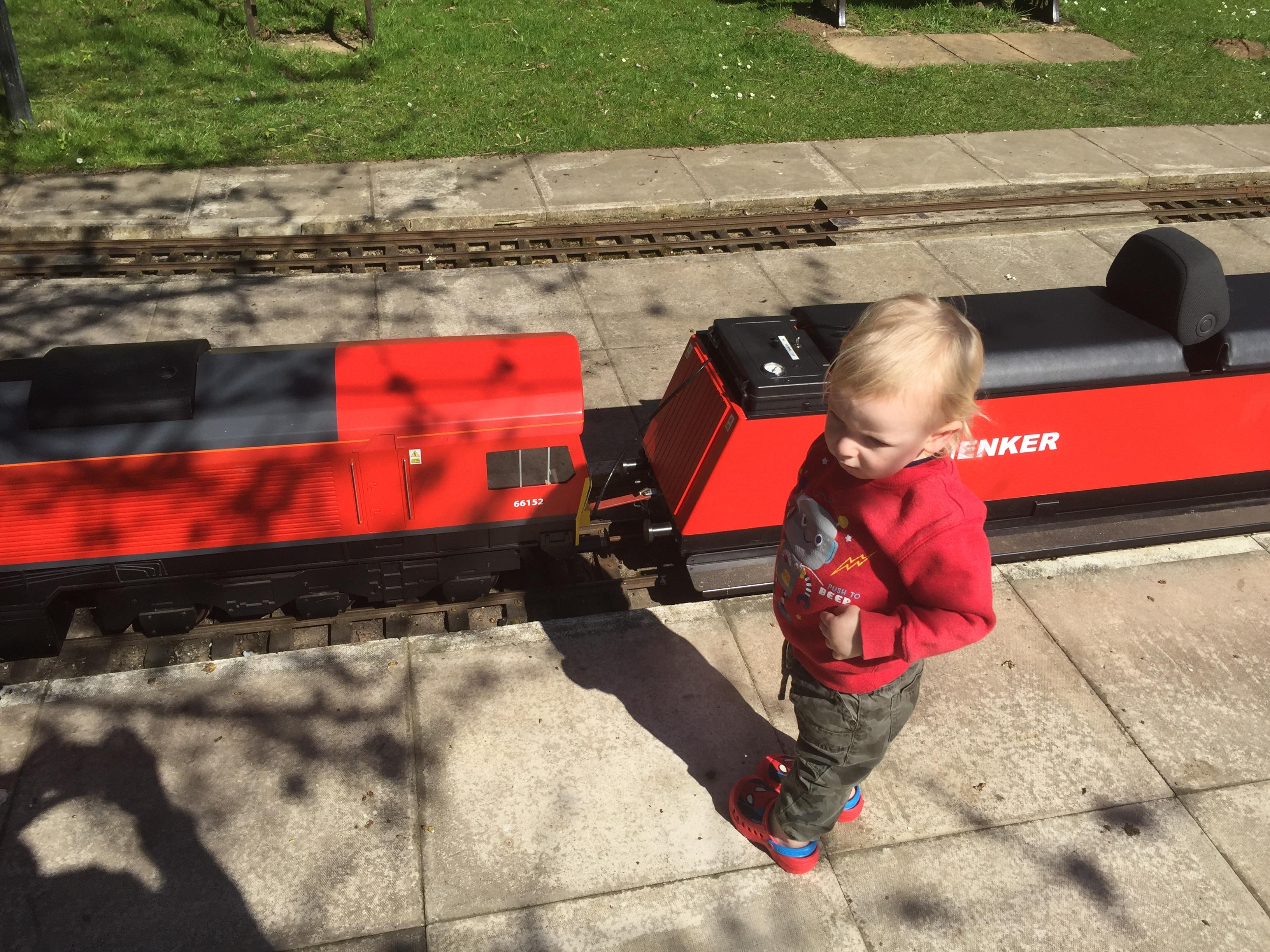 """MiniBoyGeek in front of Coate Water Railway's 7¼"""" Class 66 (66152) Co-Co in DBS Red."""