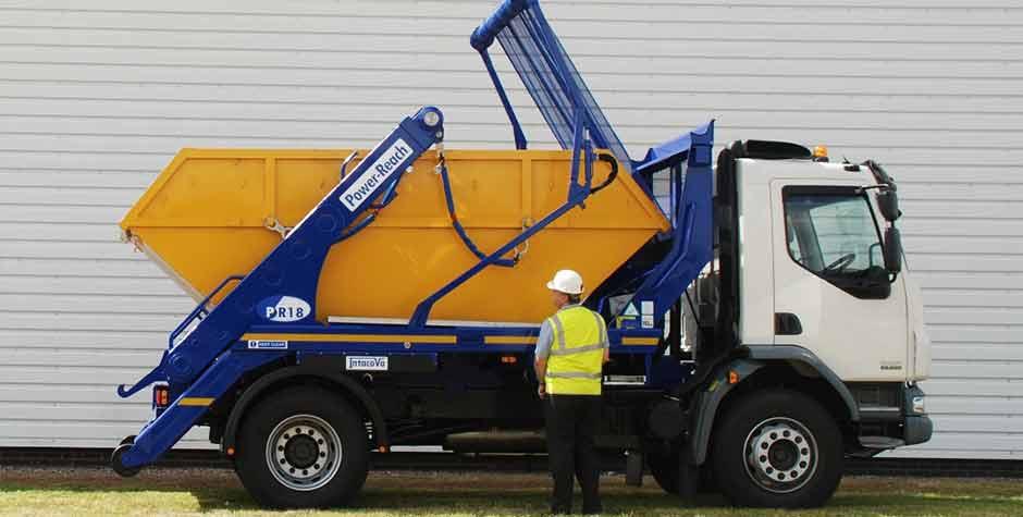 Skip-lorry-loading-in-Nottingham-city