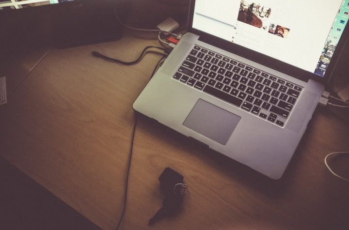 BLOGGER: A Day In My Life As Someone Who Works On Social Media | Skip The Flip