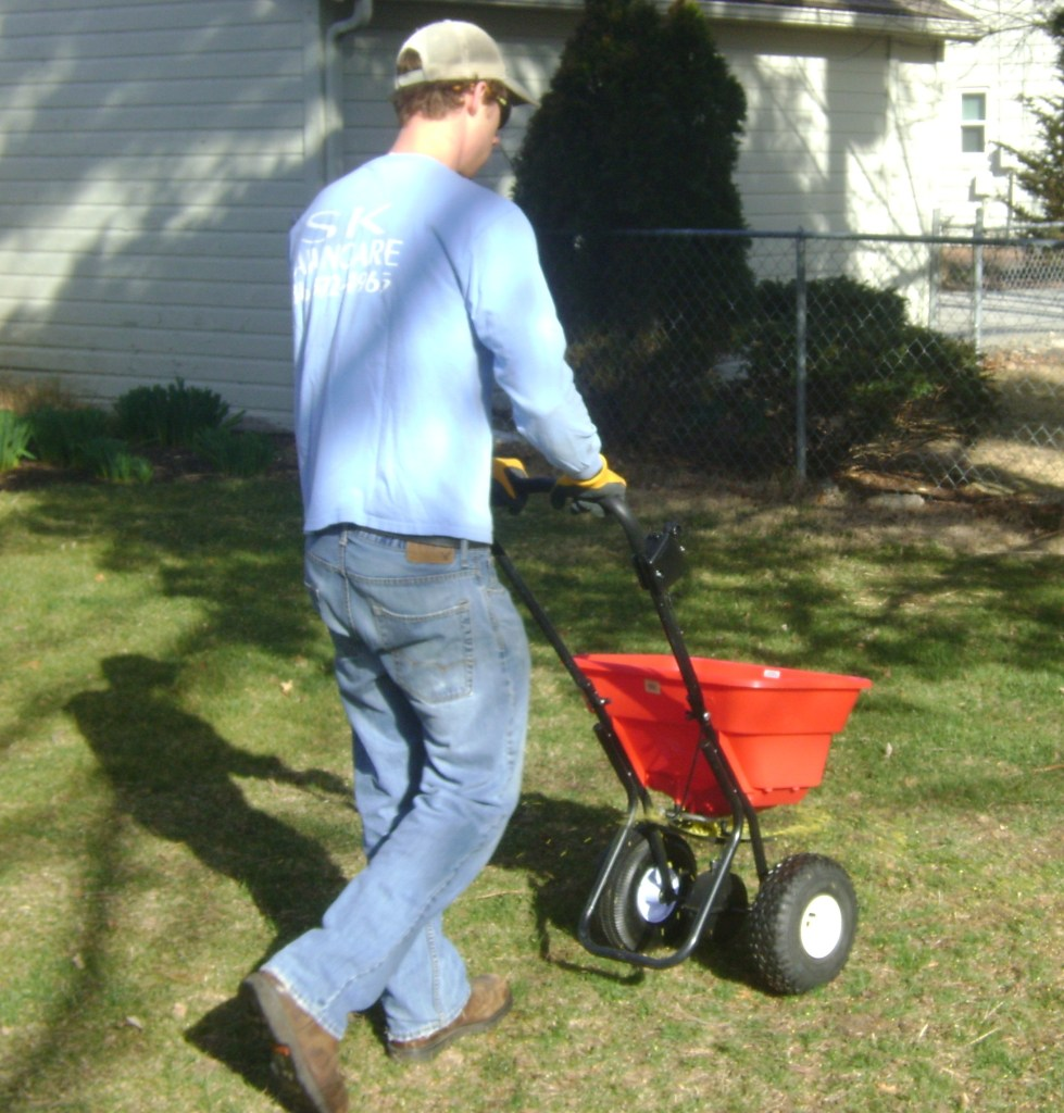 lawn-fertilizer-landscape-contractor-Kansas-City-Overland-Park