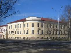«Наугольный» дом Удельного ведомства 1810 г. (впоследствии —Мариинская женская гимназия, сейчас — закрытый в 2010 г. музей Батюшкова). Фото: Игорь Воронин