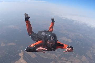 Film spadochronowy wiesci z bazy
