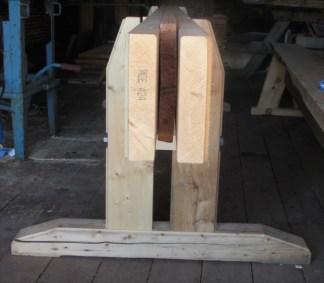 """Langborda er laga av 2"""" x 8"""" gran kjøpt frå trelast. Då er det enkelt å byte ut med lengre eller kortare langbord etter behov. Foto: Eirik Nicolaisen"""