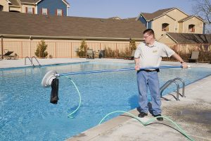 Hiring A Cleaning Crew For Your Pool
