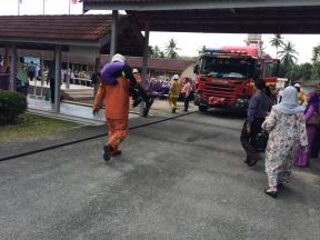 Latihan Kebakaran : Demonstrasi menyelamat mangsa