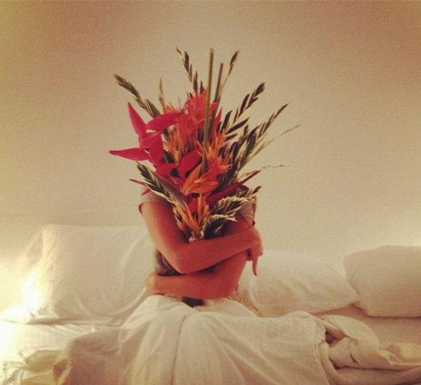 Алена Водонаева с цветами