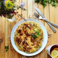 Puszysty omlet z kurkami, tymiankiem i natką pietruszki
