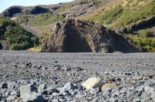 This formation, which sticks up from the course of the Krossá river, was probably carved by the river rather than the glacier.