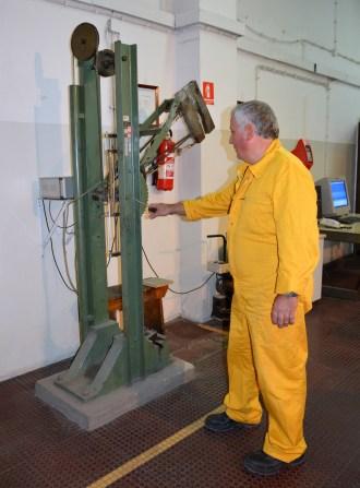 """Mehanički laboratorij - CHARPY BAT """"Amsler""""– instrumentalizirani mjerni uređaj kapaciteta 300 Nm za ispitivanje udarne radnje loma metalnih materijala, pri sobnoj i sniženim temperaturama"""