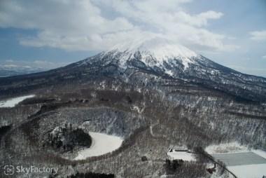 空撮/半月湖・羊蹄山(虻田郡倶知安町比羅夫)2015春 #2