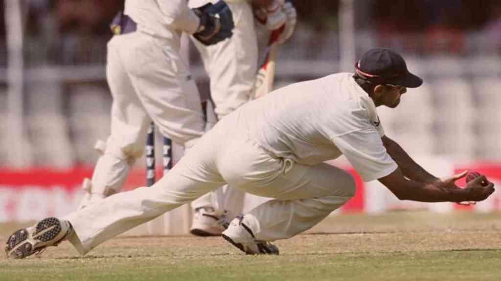 Rahul Dravid taking a stunner in slip cordan