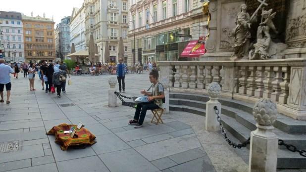 Hang Street Performer in Vienna