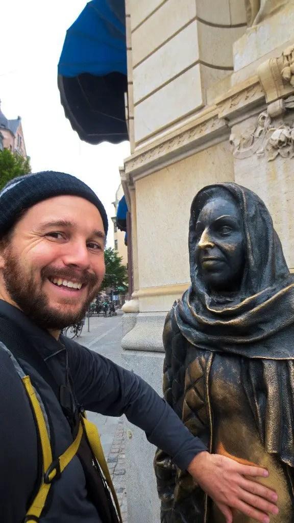 Selfie with Margaretha Krook Sculpture