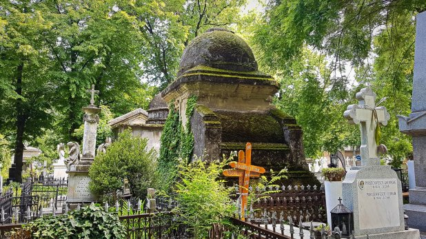Ancient Crypt in Bellu Cemetery