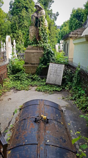 Tomb and Statue in Bellu Cemetery