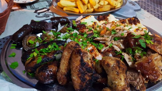 Dinner at Mezedokamomata