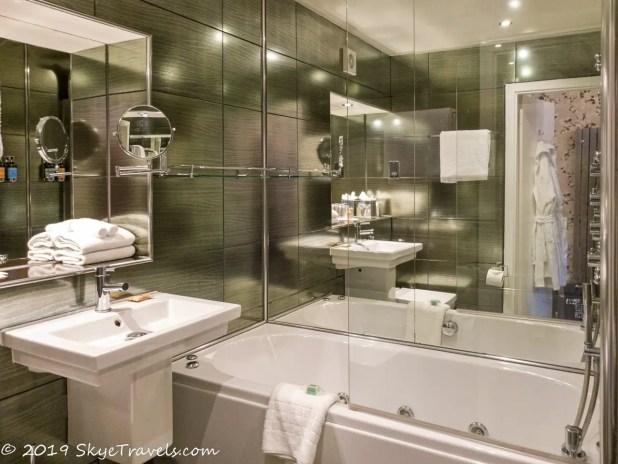 Nira Caledonia Bathroom