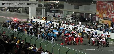 Pod kolorowymi parasolami - przygotowanie do wyścigu