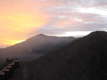 Bromo o wschodzie słońca