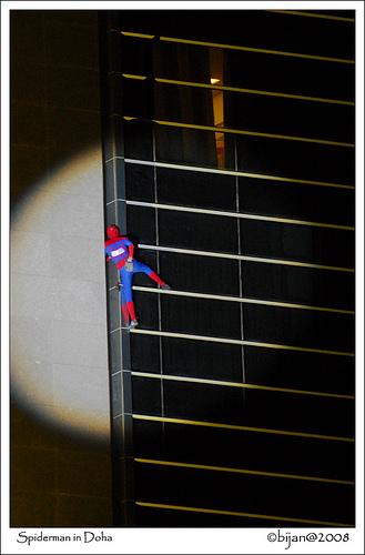 Czlowiek - pająk Alain Robert w Doha