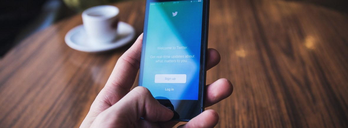 Social media consultant using Twitter