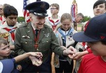 US 'candy bomber' back in Berlin after 70 years