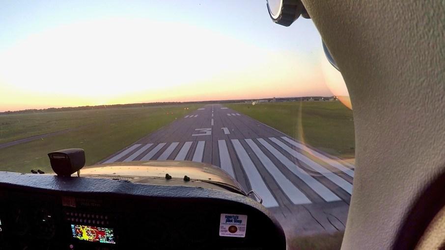 Landing Runway 31, sky review Aviation
