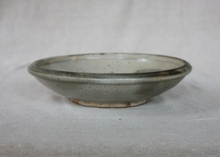 Svend Bayer 33. Dish with bird, shino glaze, 6.5 x 26 cm £130