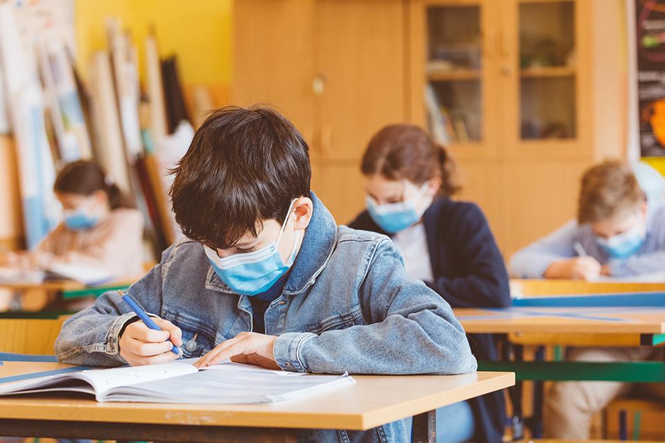 Iskolások védőmaszkban