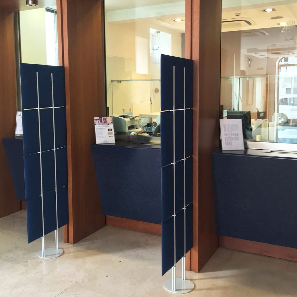 ECOdesk Totem als scheidingsmateriaal gebruikt bij een gemeentehuis