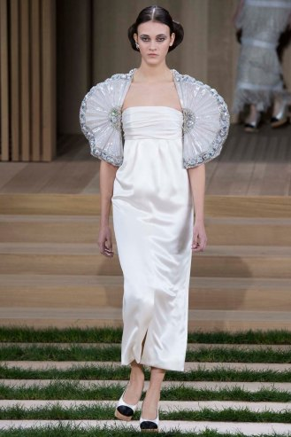 chanel-couture-spring-2016-pfw-44
