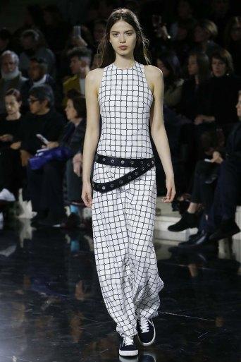 Courrèges-aw16-pfw-rtw-womenswear-16