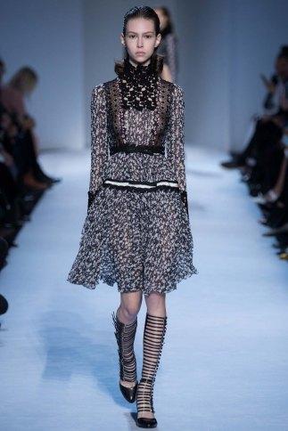 GiambattistaValli-aw16-pfw-rtw-womenswear-10