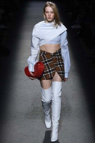 Jacquemus-aw16-pfw-womenswear-rtw-11