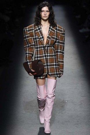 Jacquemus-aw16-pfw-womenswear-rtw-13