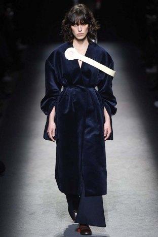 Jacquemus-aw16-pfw-womenswear-rtw-14