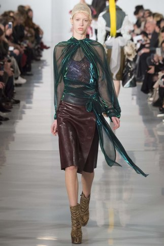 Maison-Margiela-aw16-pfw-rtw-womenswear-5