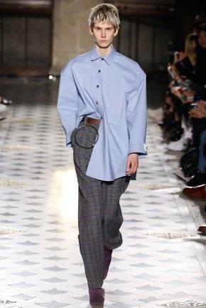 Vetements-aw16-pfw-rtw-womenswear-4