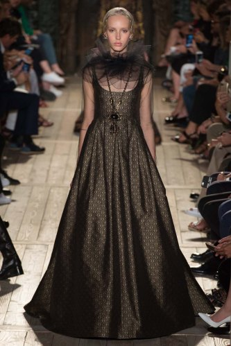 Valentino-fall-2016-couture-pfw-fashion-15