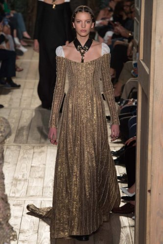 Valentino-fall-2016-couture-pfw-fashion-21