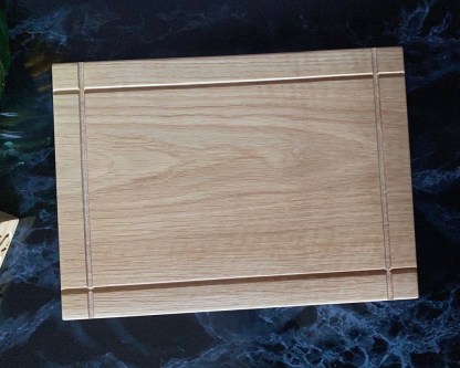 surface of a solid oak chopping board with 4 cross grooves