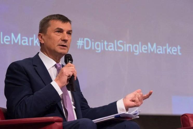 EU Commissioner Calls Multilingualism Business Hurdle, Advocates Language Tech