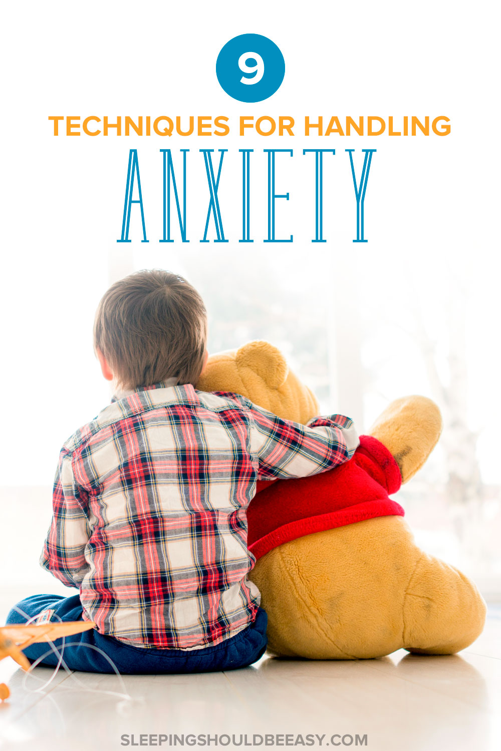 9 techniques for handling anxiety: Little boy sitting with his back turned, holding a teddy bear