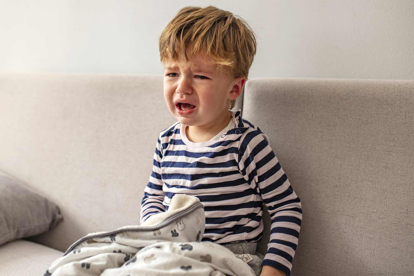 toddler wakes up crying from naps