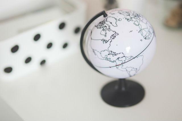 地路いシンプルな地球儀